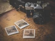 放在一起的相机和地图图片_10张