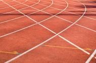 红色的操场跑道图片_10张