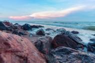 經歷風浪的海邊礁石圖片_14張