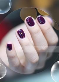 一组唯美梦幻系紫色系美甲图片欣赏