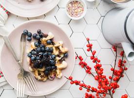 一组营养丰富的甜品早餐图片欣赏