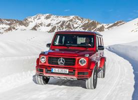雪地上红色奔驰Mercedes-Benz G350