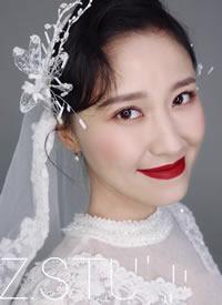 红唇与蕾丝头纱的碰撞优雅与柔柔并存的小复古新娘发型