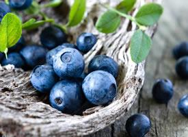 蓝莓也和樱桃一样的甜,但是他的味道,特别得浓