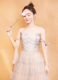 张佳宁出席某活动的造型很好的突出了她的少女特质