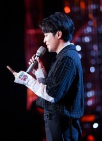 吴青峰歌手2019帅气图片