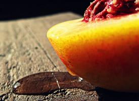 一组甜蜜多汁的水蜜桃图片欣赏