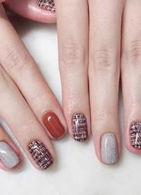 一组简单的短指甲女生唯美美甲图片