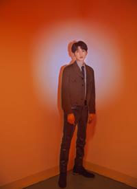王源湖南卫视跨年演唱会图片。星眸熠熠,歌声残暴