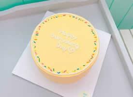 极简风格的小清新奶油蛋糕一秒融化