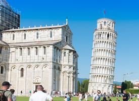 意大利比萨斜塔风景图片桌面壁纸