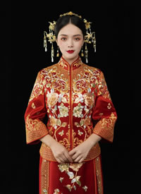 新版花开贫贱,精细的苏绣 比拟于传统龙凤褂