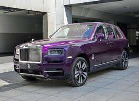 一組紫色帥氣的勞斯萊斯.庫里南圖片