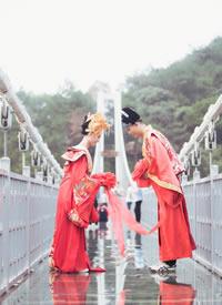 每年情人节撞上春节,在玻璃桥上来一
