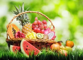 各种新鲜多汁的水果摆放图片大全