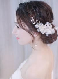 在春暖花开的季候里怎样能没有鲜花给新娘作衬托腻
