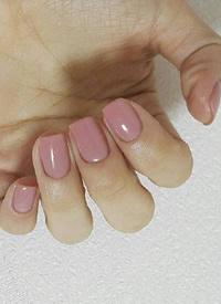 一组纯色美丽的马卡龙色美甲图片