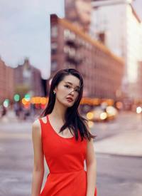 红裙加身的李沁 娇俏清丽,明媚动人