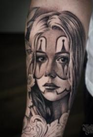 包手臂的暗黑灰素描女郎纹身图案