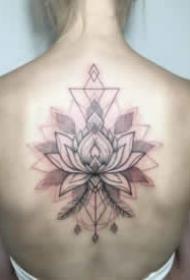 适合女生后背的小清新纹身作品
