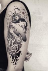 创意手臂上的小黑灰点刺纹身图片