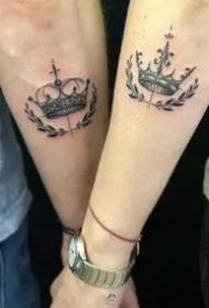 恋人适合的一对皇冠纹身图片