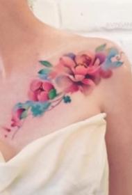 靓丽的红蓝色水彩纹身图片