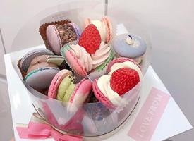 一组五颜六色可爱有浪漫感的马卡龙蛋糕