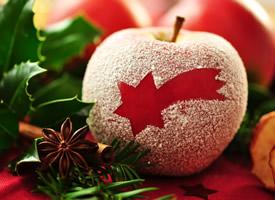 苹果的肉水灵灵,吃起来又香又甜,吃上一口,细腻柔软