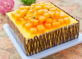 一组喷鼻甜可口的芒果蛋糕高清图片