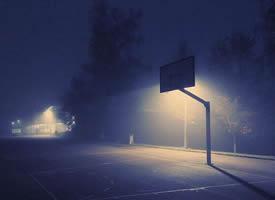 躲得了对酒当歌的夜,躲不了四下无人的街