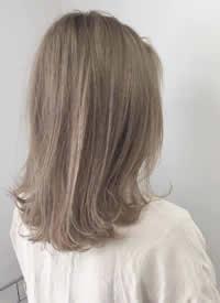 清透发色:浅棕色 女生减龄的发色图片欣赏
