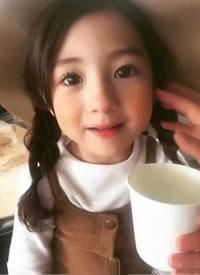 小女孩扎双马尾超可爱的发型图片参考