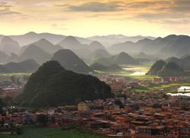 山体秀奇,松林涛涛的云南普者黑唯美风景图片