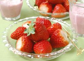 柔嫩汁多、形美味甜、芳香味浓草莓款图片欣赏