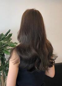 一组美丽的女生卷发的各种发型发色推荐
