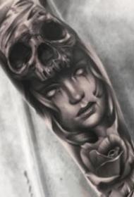 欧美黑灰小图人物骷髅眼睛写实肖像纹身