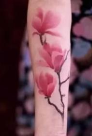 别致优雅的9张玉兰花纹身图案