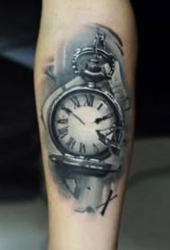 9組黑色的鐘表紋身作品圖案賞析