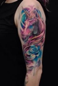 好看的一組彩色駿馬紋身圖案