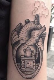 9组创意的心脏主题纹身图案作品