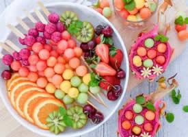 一组五彩缤纷的美味的水果拼盘图片欣赏