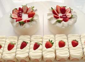 一组超可爱超甜的草莓盒子蛋糕图片