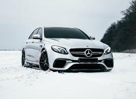 一组雪地里奔驰 E63s AMG大片欣赏