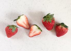 草莓是老少皆宜的一种水果,非常受到大众的欢迎