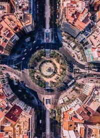 航拍下的巴塞羅那之城 顯得十分壯觀