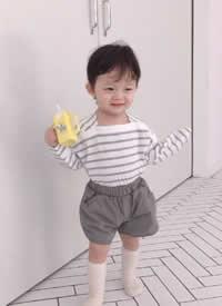一组穿搭特别时尚的小宝宝拍摄图片欣赏