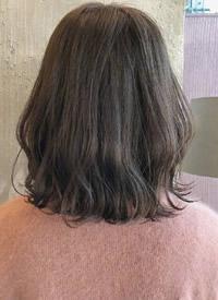 一组女生美丽的微卷型发型图片欣赏