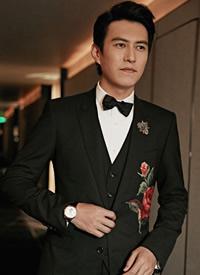 靳东黑色西装魅力型男活动照图片欣赏