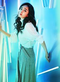 杨幂时尚性感杂志写真图片欣赏